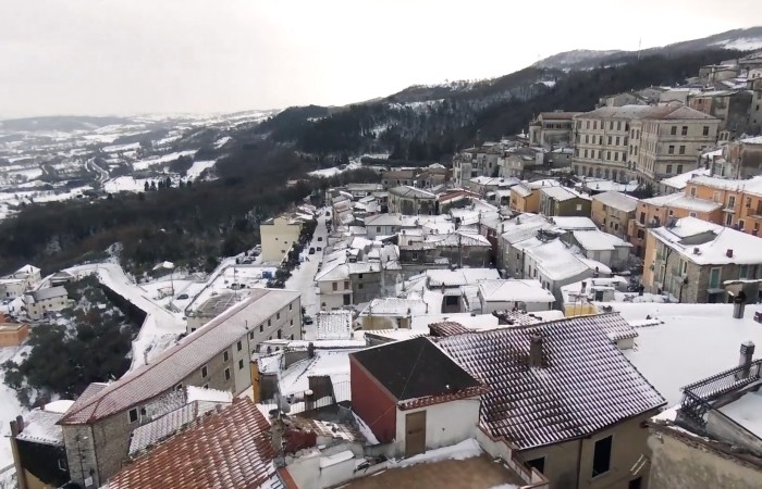 Morcone sotto la neve, video in volo