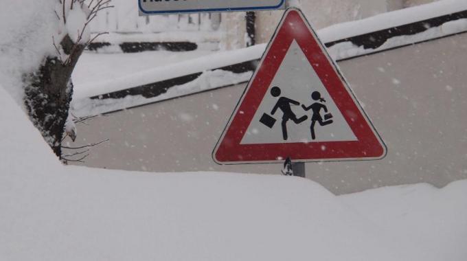 Neve e pericolo ghiaccio, scuole chiuse domani 18 Gennaio