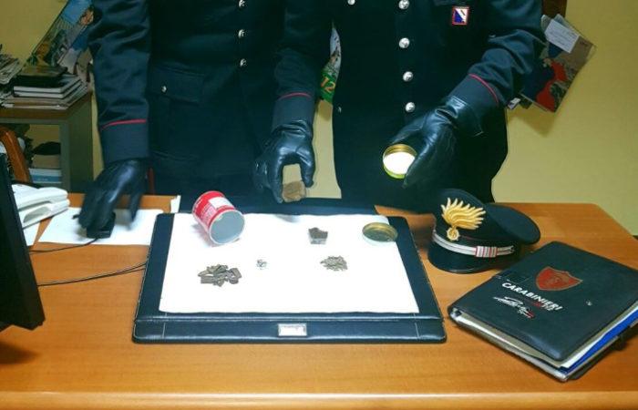 Controllo dei Carabinieri, ventenne nei guai per possesso di hashish