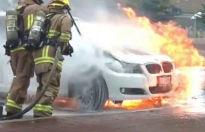 Via Roma, auto distrutta dalle fiamme nella notte