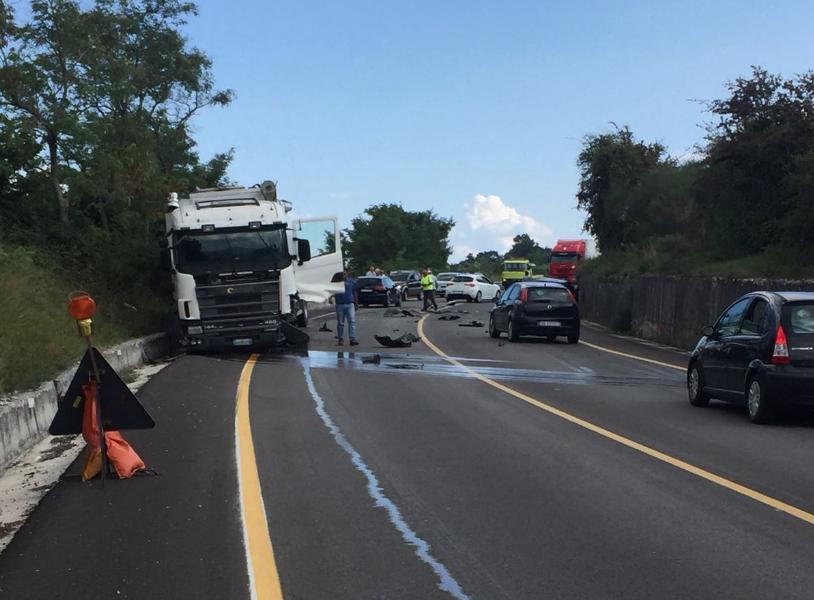 SS87, grave incidente mortale tra un tir e un'auto