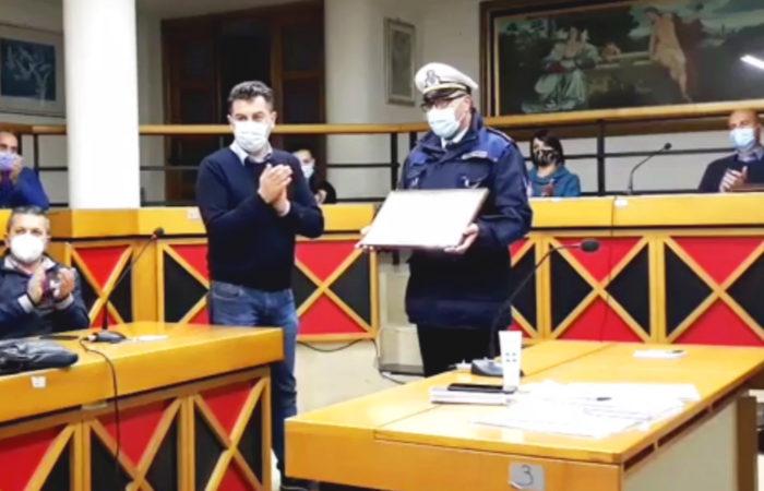 Soccorse proprietario nell'incendio: encomio d'onore al vigile Luigi Del Sole