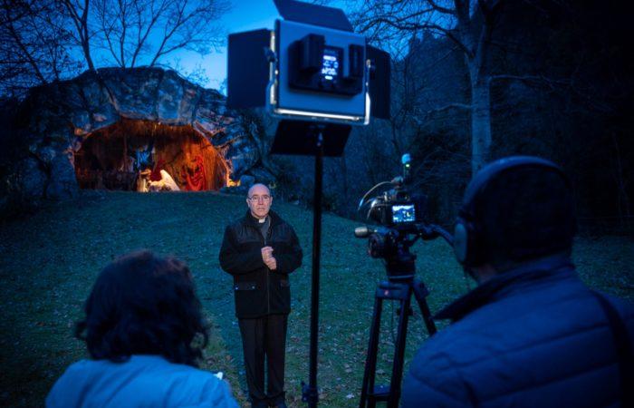 Il Presepe nel Presepe, la stella della speranza illumina gli auguri natalizi dell'Arcivescovo