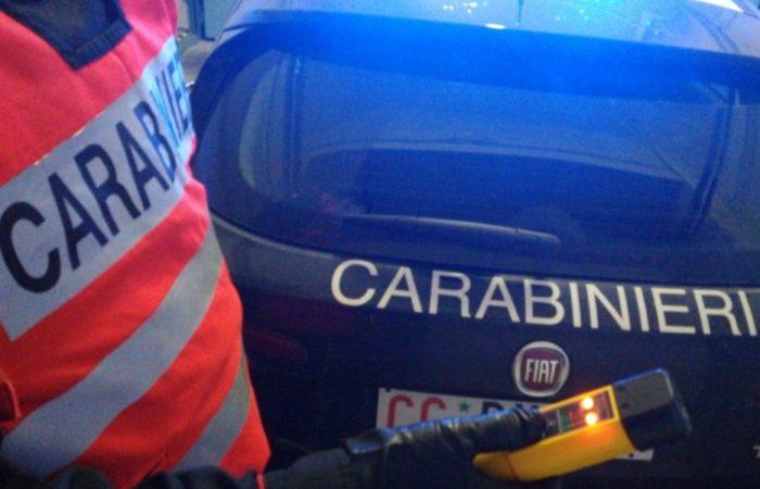 Esce di strada con la sua auto: patente ritirata dai Carabinieri